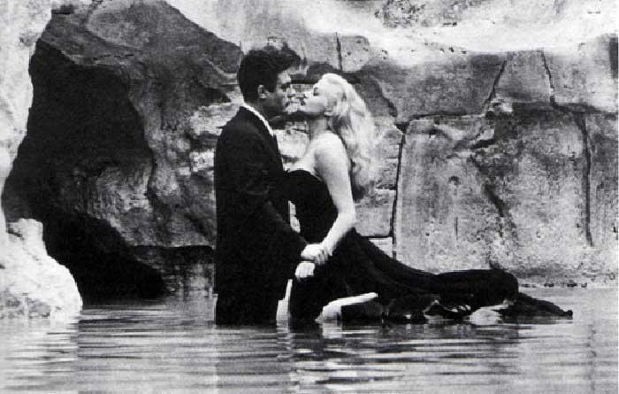 Trevi Fountain Movie Scene: La Dolce Vita by F. Fellini
